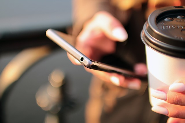 mobile-698624_640