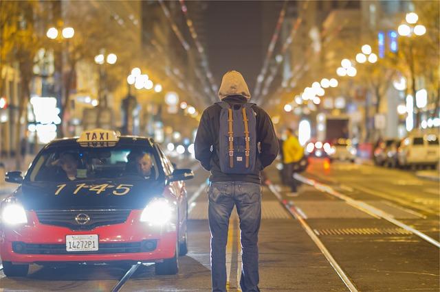taxi-698662_640