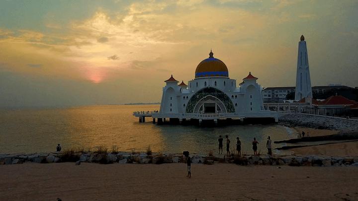 マレーシア マラッカ 水上モスク 夕日