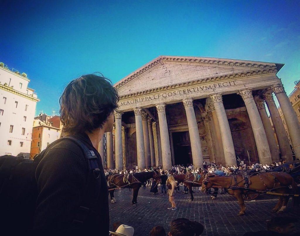 ローマ 旅 後ろ姿