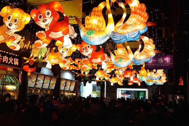 中国上海 予園 豫園 旧正月 ライトアップ ランタン